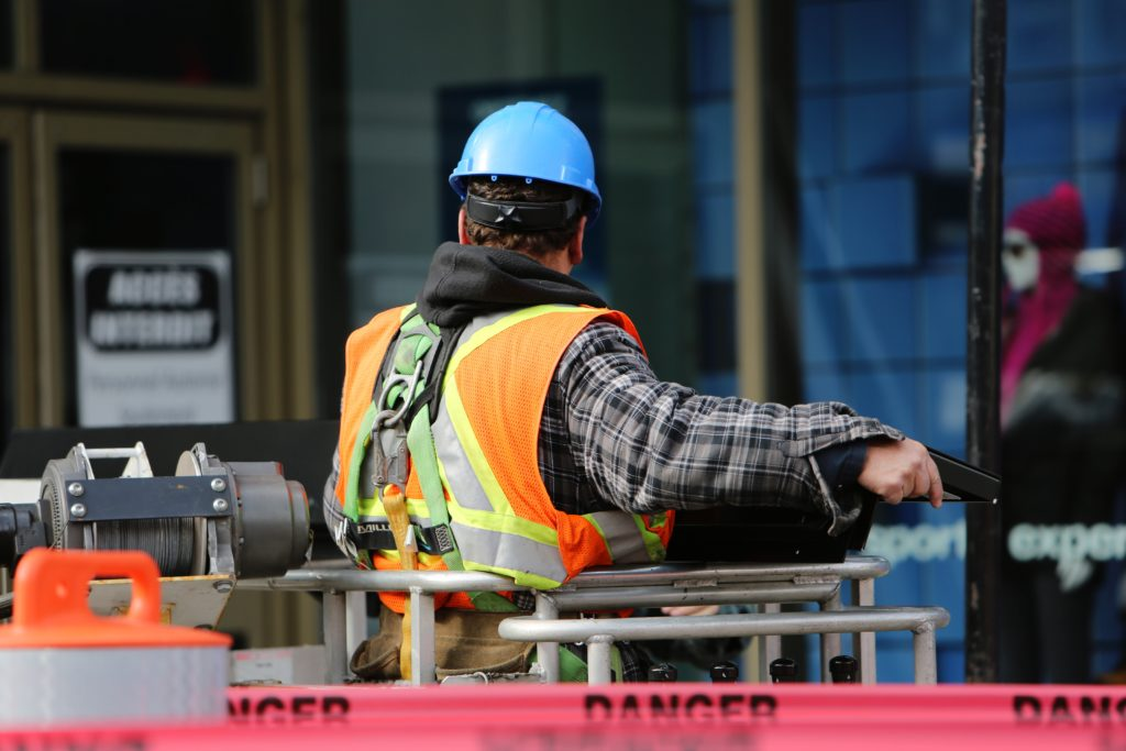 construction-worker-safety-danger-8159